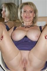 ... - mamãe peituda viciada fura a calcinha no seu agarramento molhado suculento
