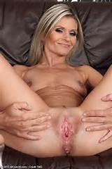 Carley loira de 39 ano de idade os dedos seu bichano maduro de todos acima de 30