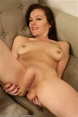 40 ano de idade Linette mostra sua buceta raspada toda parte 30